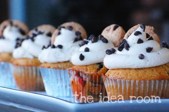 chocolate-chip-cookie-dough-cupcake theidearoom.net