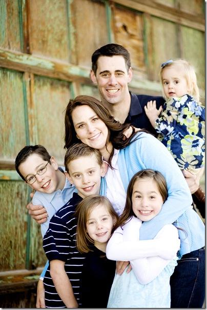 familyphotocolorhug