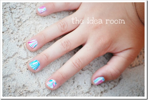 water marbled nails 1