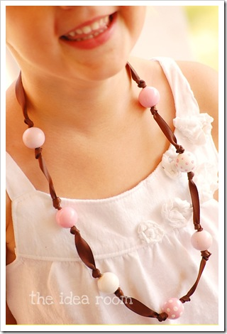 DIY ribbon and bead necklace 1wm