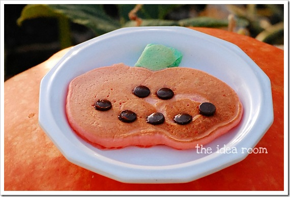 halloween crafts: pumpkin pancakes tutorial