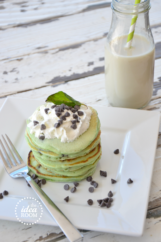 mint-chocolate-chip-pancakes 3