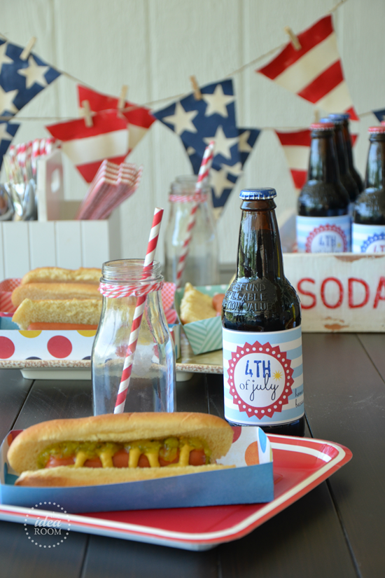Patriotic Hot Dog Tray Pattern tutorial! Such a fun & easy way to contain those hot dogs!