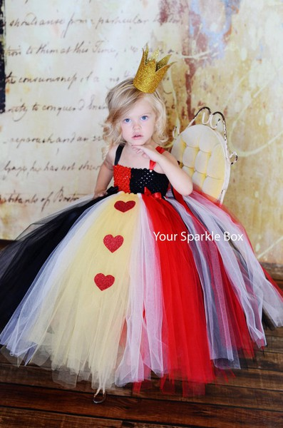 Halloween-Costume-Queen-of-Hearts