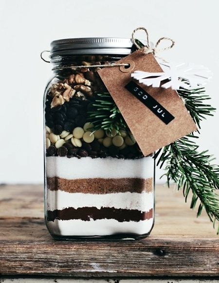 Christmas-gift-in-a-jar-homemade-brownie-mix