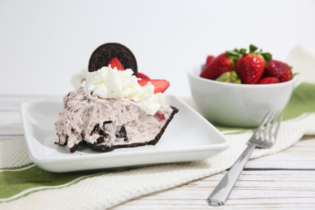 Strawberry-Ice-Cream-Oreo-Pie-theidearoom-2-1024x683 (1)