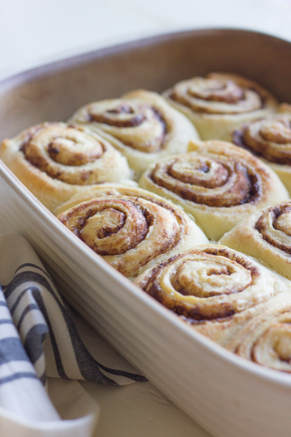 Overnight-Cinnamon-Rolls-With-Cream-Cheese-Frosting-2