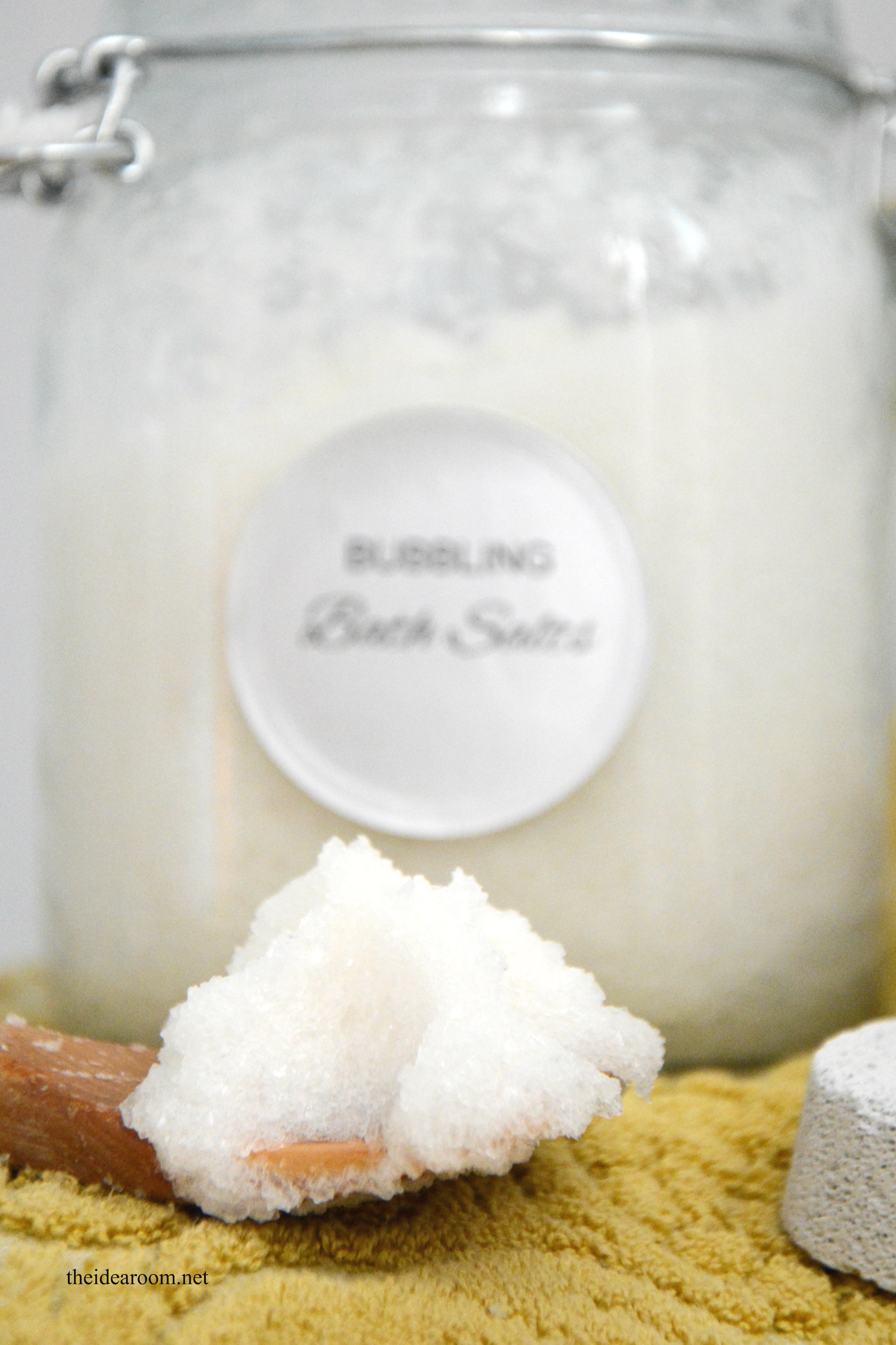 """bath salts Bath salts or designer cathinones (synthetic stimulants) overview synthetic stimulants that are marketed as """"bath salts"""" are often found in a number of retail products."""