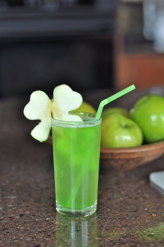Shamrock-Juice-Simple-and-easy-ingredients-Fun-for-a-kids-party.