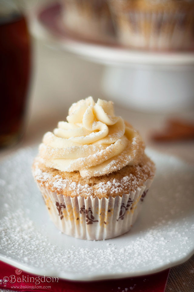 Streusel-Topped-French-Toast-Cupcakes