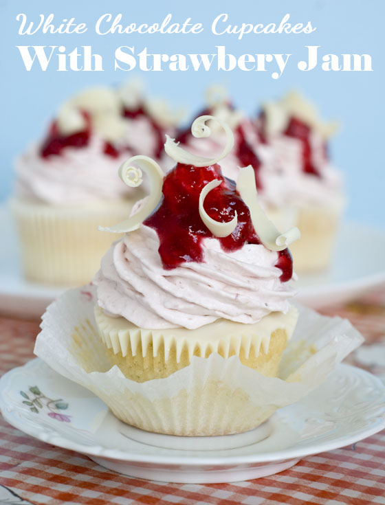White-Chocolate-Strawberry-Cupcakes1
