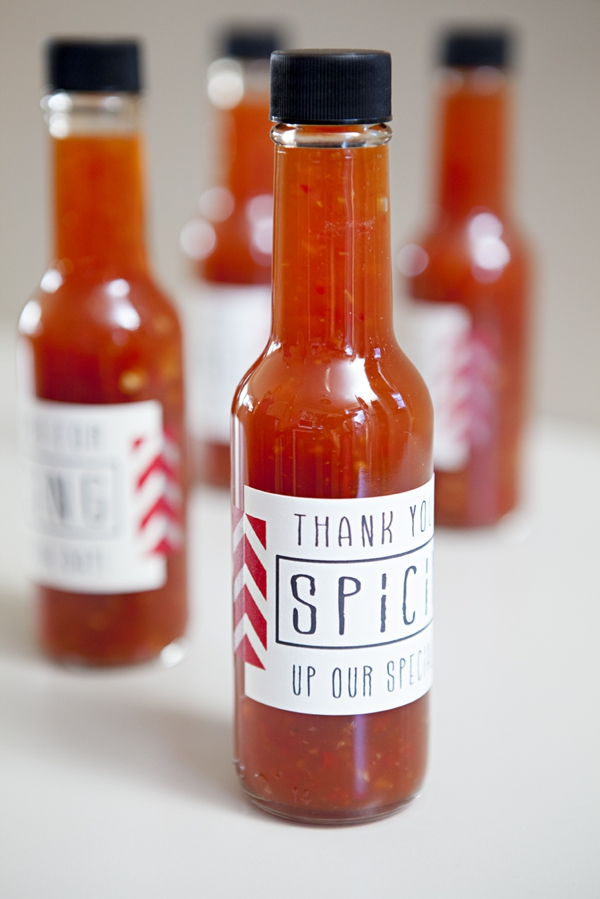 SomethingTurquoise-DIY-hot-sauce-wedding-favors_0010