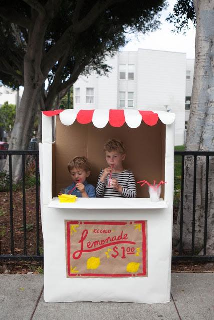 Cardboard-Lemonade-Stand11