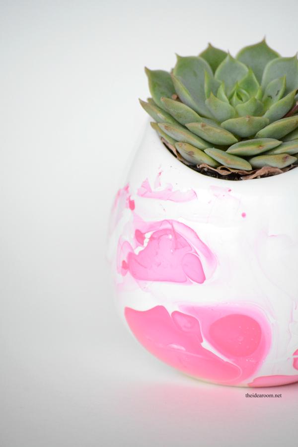 DIY Marbeled Vase