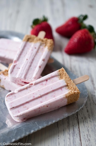 Strawberry-Cheesecake-Popsicles-5-388x585