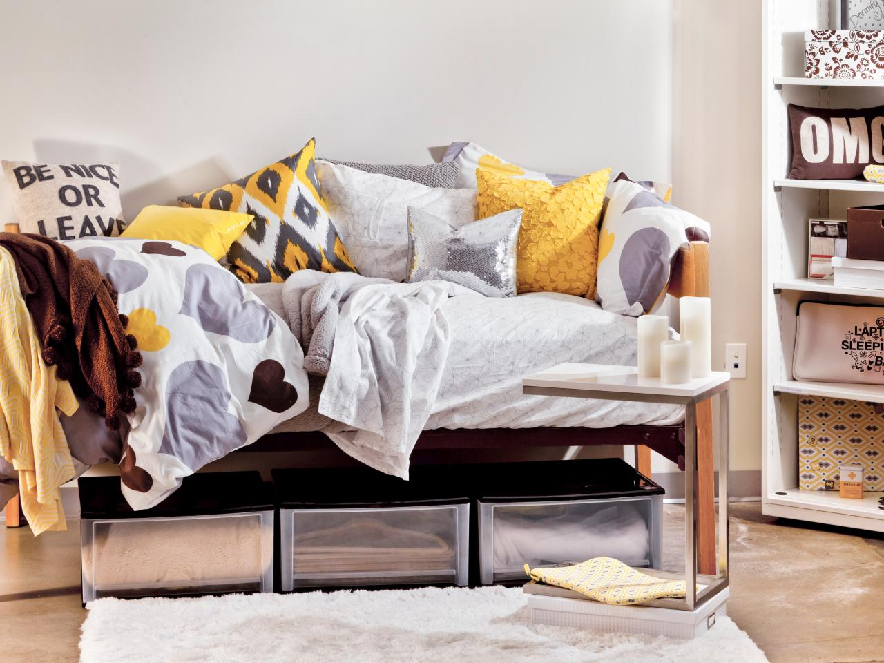 CI-Dormify_dorm-room-yellow-gray-bedding-daybed_s4x3.jpg.rend.hgtvcom.1280.960