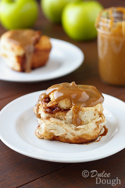 Caramel-Apple-Cinnamon-Roll[4]