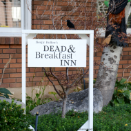 Halloween Sign: Dead & Breakfast Inn