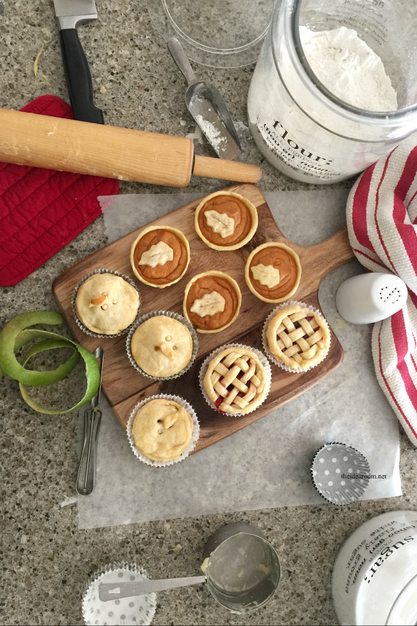 Sharing how to make these fun mini pies with these simple mini pie recipes. Great for a holiday get together or a mini pie dessert bar! How fun is that?