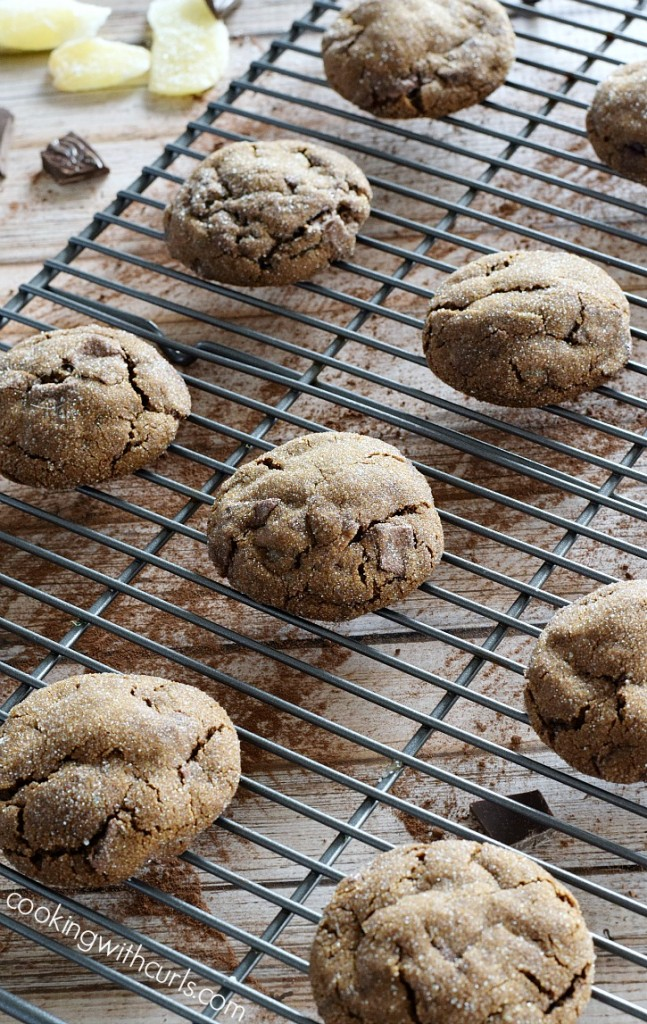 These-Triple-Ginger-Chocolate-Chunk-Cookies-are-my-new-favorite-holiday-cookie-cookingwithcurls.com_
