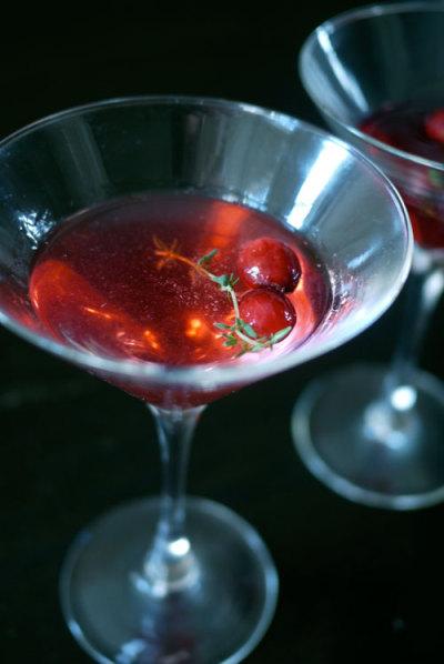 cranberry-thyme-martini-e1418863682156