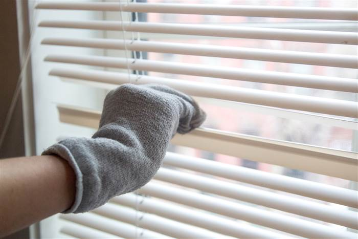 home-hacks-spring-cleaning-today-150420-blinds-01_2c3eb95d453e24019598cd202bbc7fd3.today-inline-large