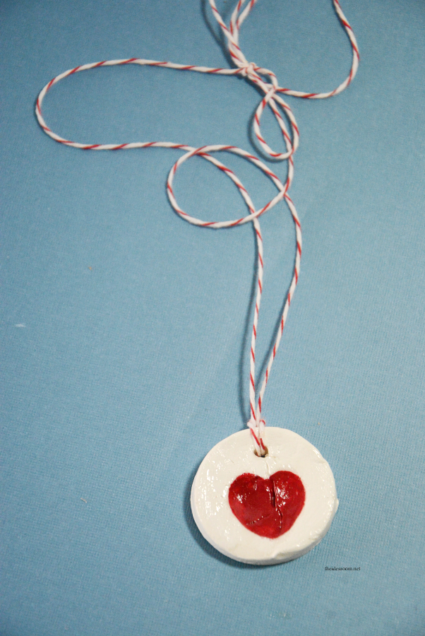 Valentine's Day | Make these simple Fingerprint Necklaces with the kids for Valentine's Day or Mother's Day. Video tutorial and Baking Soda Clay Recipe.