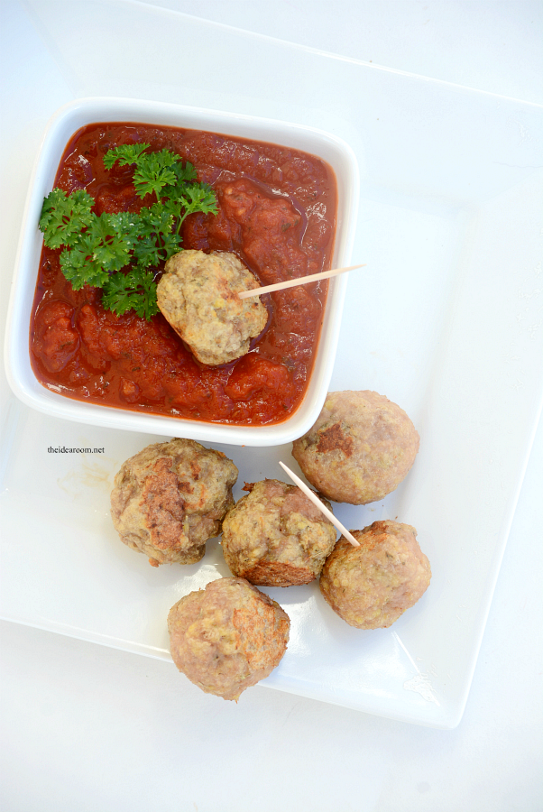 Slow-Cooker-Meatballs | These Slow Cooker Meatballs are so easy to make and are the perfect appetizer dipped in marinara or alfredo sauce. Also great on top of your favorite pasta.
