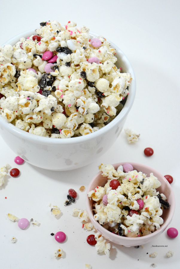 Valentine's | This White Chocolate Oreo Popcorn is so easy to make and tastes delicious. Great Valentine's Day Party Treat or gift idea. Video Tutorial & Free Printables.