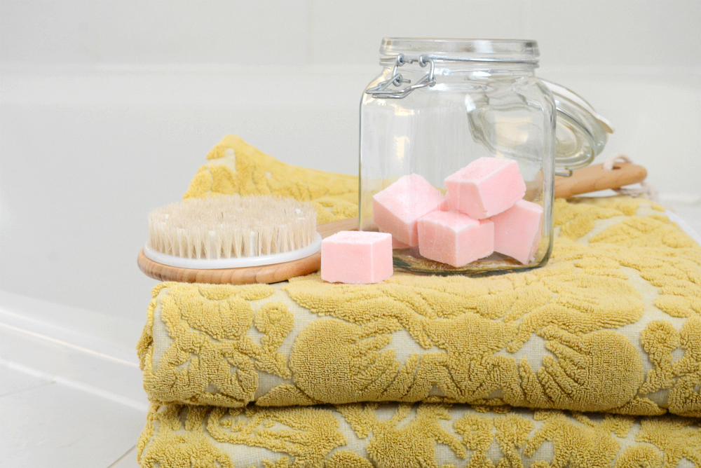 DIY Gifts | Make this Sugar Scrub Cubes Recipe for smooth, soft exfoliated skin. Perfect for a DIY gift idea for friends and family.