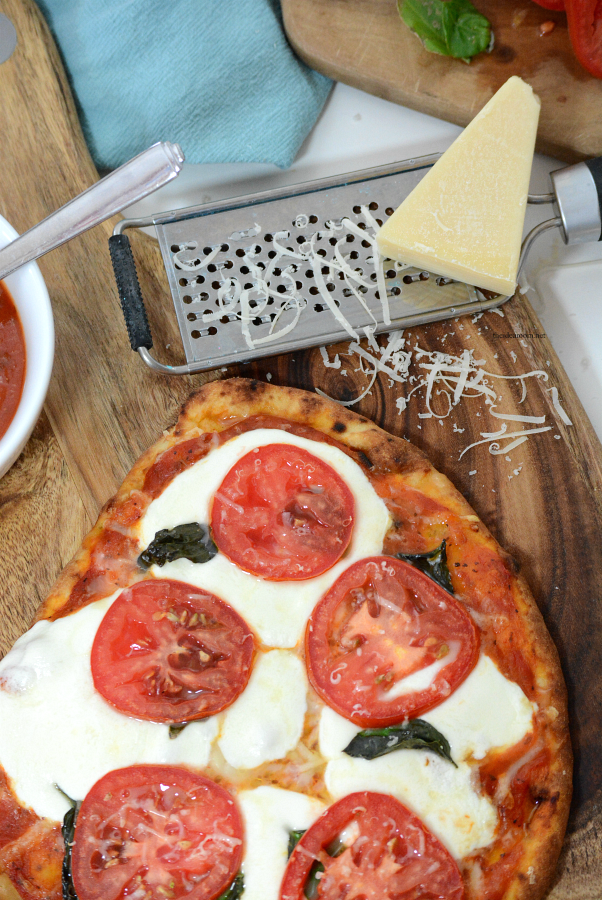 Margherita Pizza | This Margherita Pizza Recipe is delicious and makes an easy dinner for those busy weeknights. Print out our printable recipe and make it tonight!