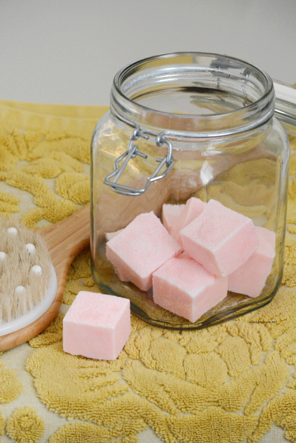Crafts | Make this Sugar Scrub Cubes Recipe for smooth, soft exfoliated skin. Perfect for a DIY gift idea for friends and family.