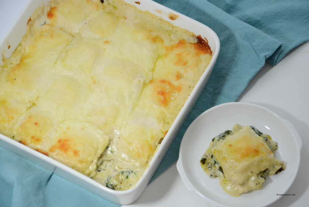 Dinner Recipes | Looking for an easy weeknight recipe? This Artichoke Spinach Baked Ravioli Recipe is an easy meal you can make in 30 minutes. A family favorite recipe.