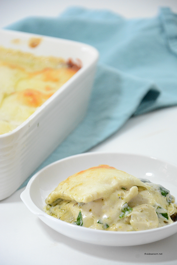 Weeknight Dinner | Looking for an easy weeknight recipe? This Artichoke Spinach Baked Ravioli Recipe is an easy meal you can make in 30 minutes. A family favorite recipe.