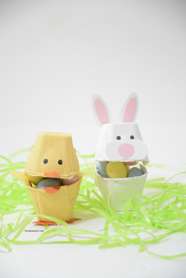 Easter | Make this simple Easter Craft with the kids for Easter this year. Give as a small Easter Gift filled with some candy.