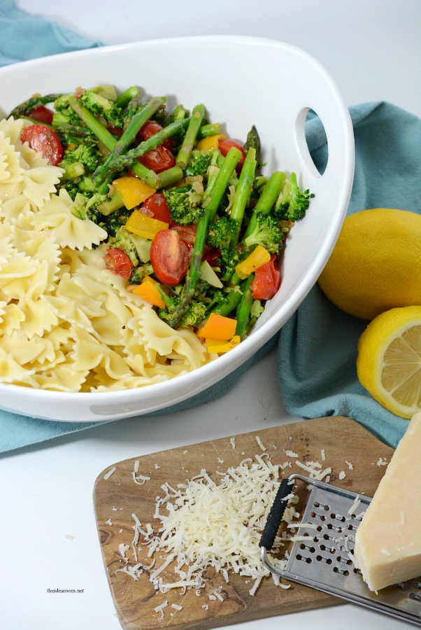 Pasta | This Spring Veggie Pasta Salad is a delicious, easy dinner recipe. Perfect for a side dish or a main dish.  Healthy and colorful, it will become a favorite.