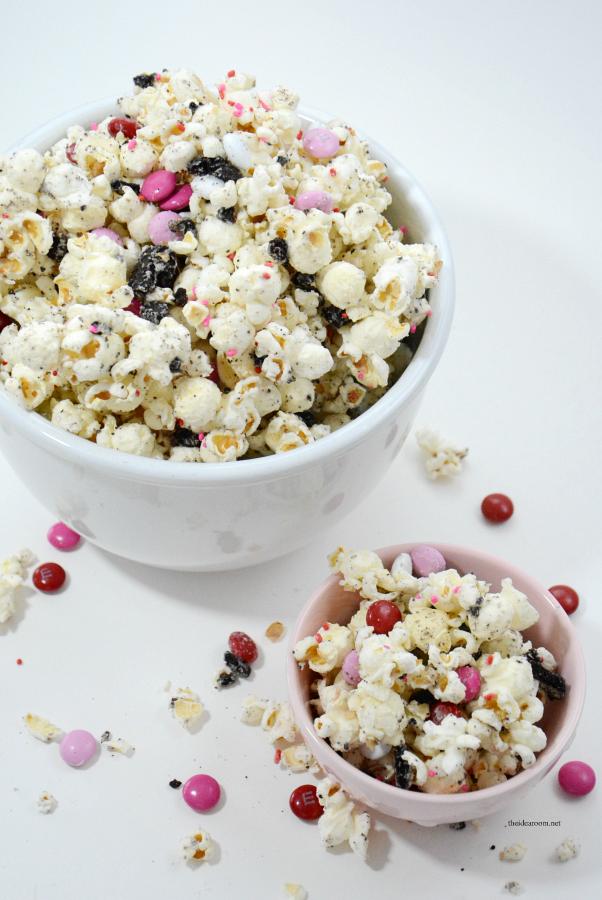 White-Chocolate-Oreo-Popcorn-4