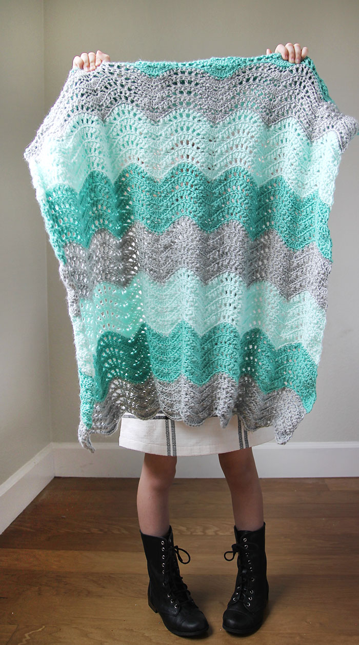 feather-and-fan-baby-blanket-4