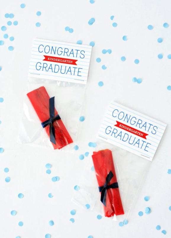 Congrats-Graduate-FruitRollUp-Diplomas-578x804