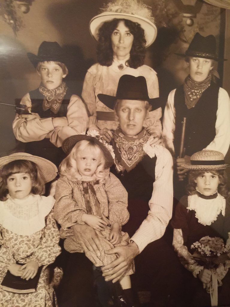 FAMILY WESTERN PIC-1