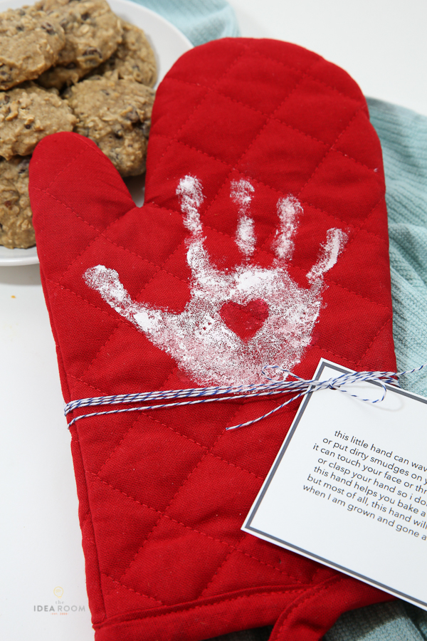 Handprint Oven Mitt - The Idea Room