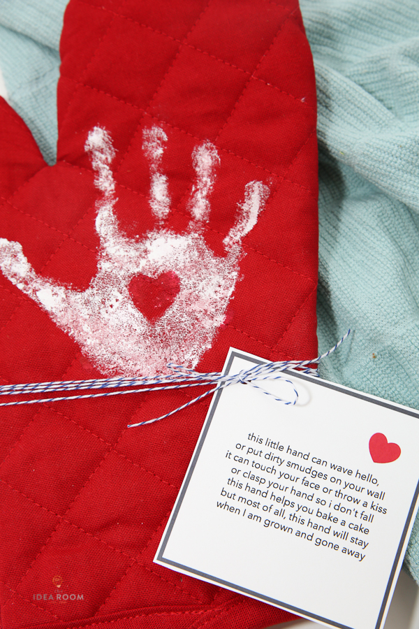 Handprint Oven Mitt The Idea Room