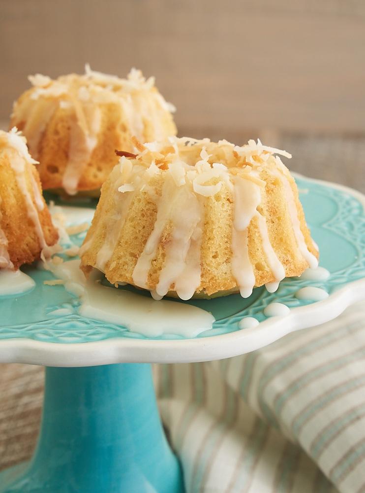mini_coconut_bundt_cakes0500_1k