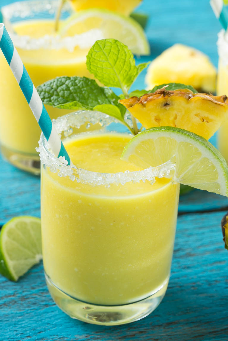 pineapple-coconut-smoothie-4