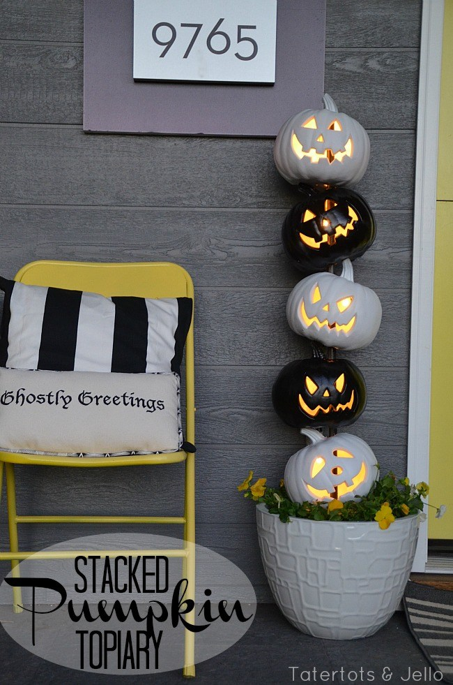 10 easy black and white halloween topiary - Easy Outdoor Halloween Decorations