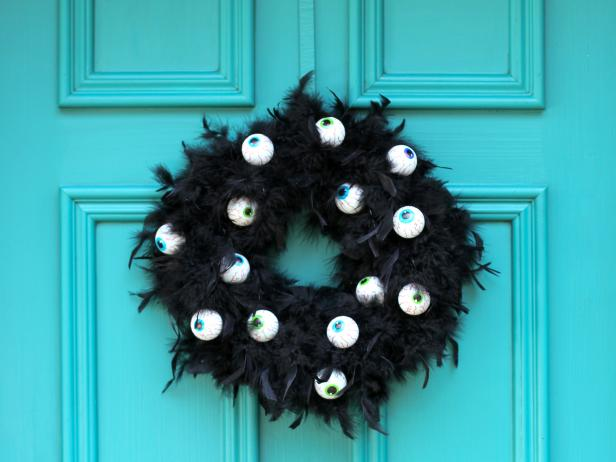 CI-Brittni_melhoff_halloween-black-feather-wreath_h.jpg.rend.hgtvcom.616.462