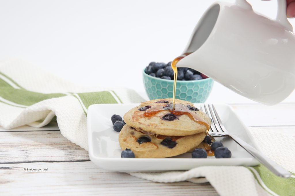 blueberry-oatmeal-yogurt-pancakes-theidearoom-7-1024x683