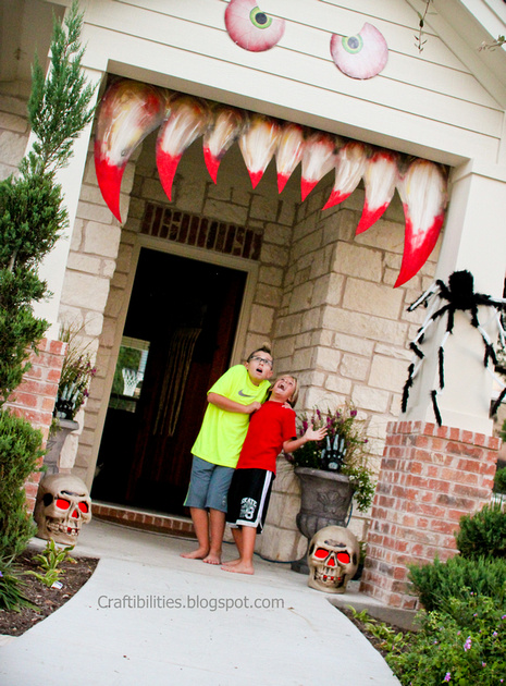 halloween eyes wreath from diy network - Halloween Decorations For Outside House