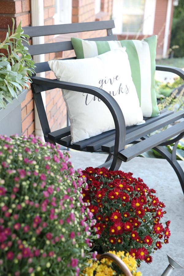 fall-porch-decor-theidearoom-net-14