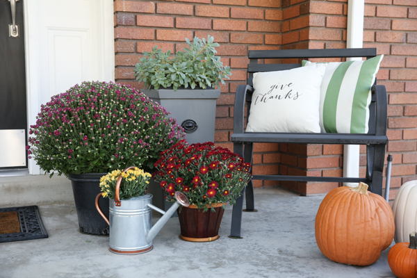 fall-porch-decor-theidearoom-net-2